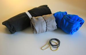 Magliette e pantaloni arrotolati